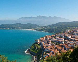 Lastres, típico y conocido pueblo marinero en Asturias