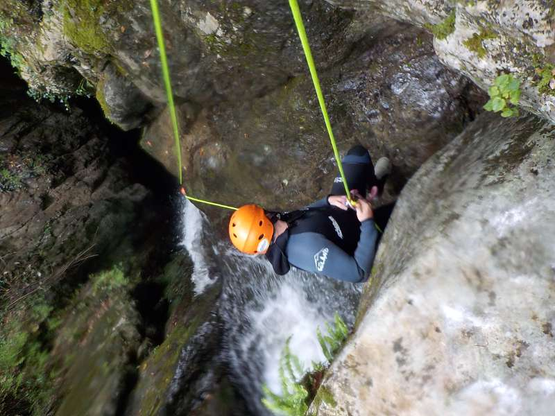 Barranquismo en Viboli (Asturias) con Los Cauces Multiaventura